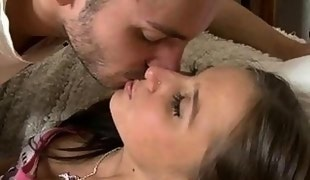 Young chick loves to give stud a deepthroating